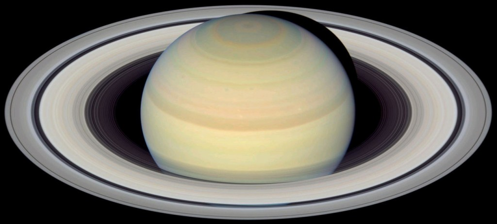 Saturn_from_Hubble-01